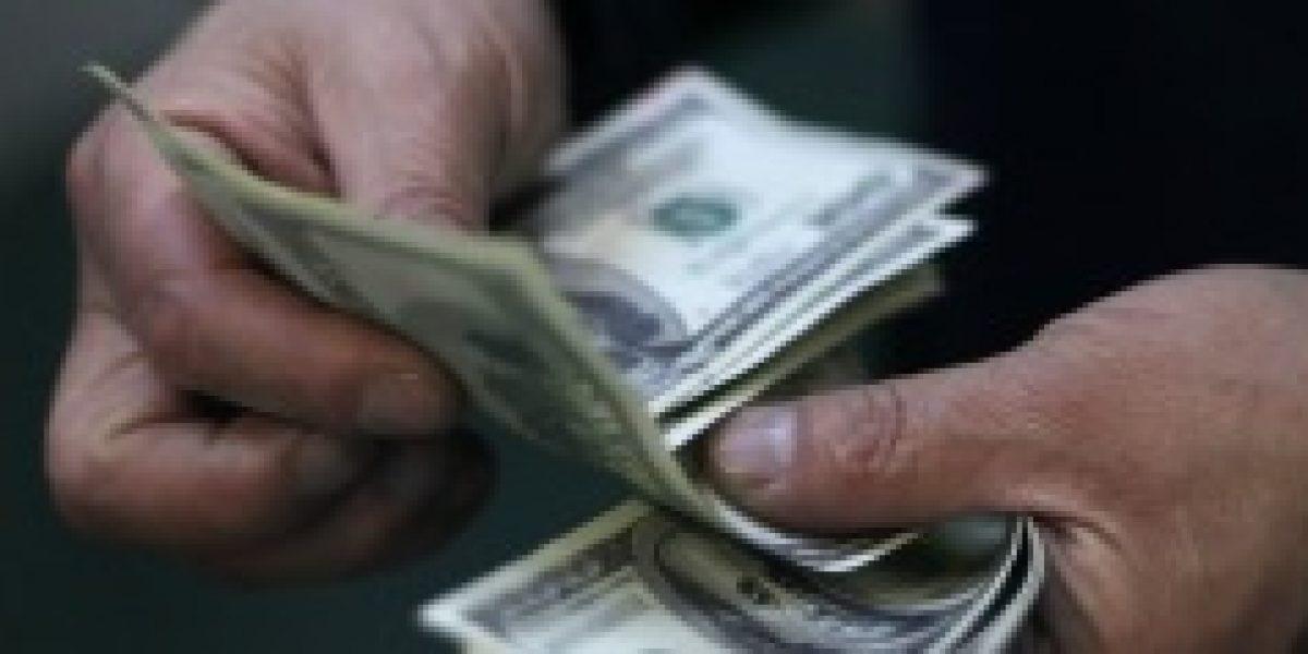 El dólar continúa a la baja y ya está en 576 pesos