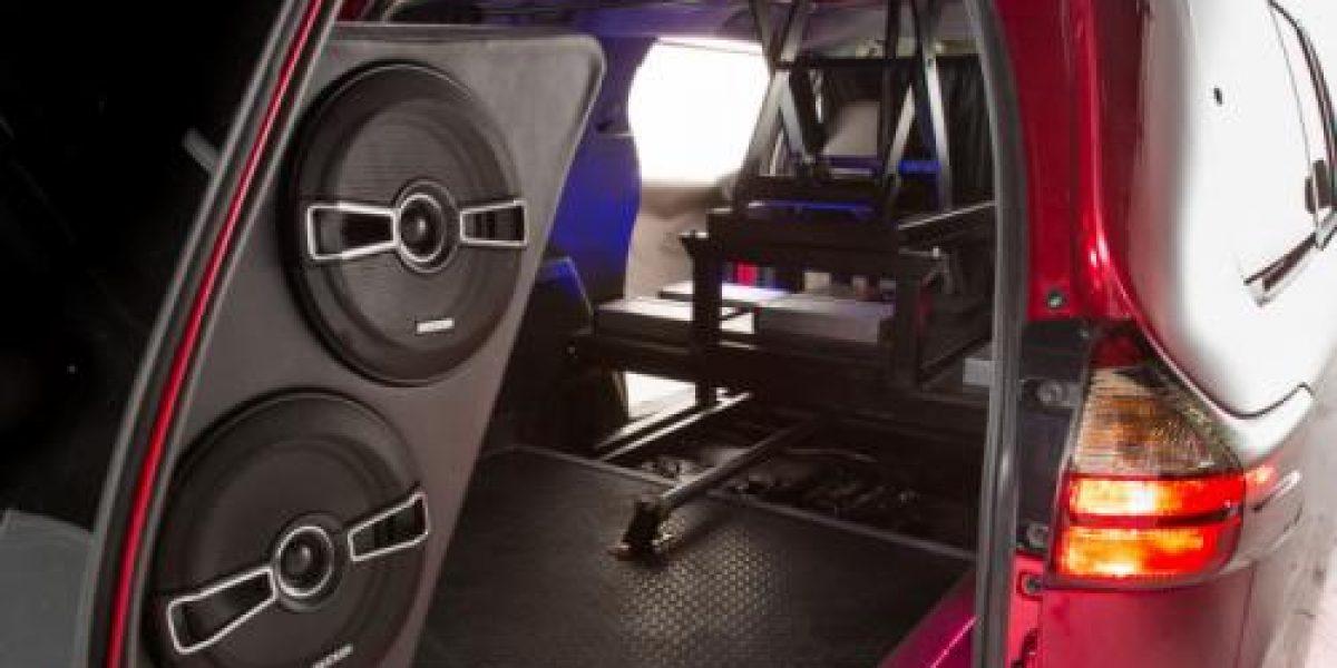 FOTOS:¿Te imaginas un auto con una cabina de Dj en su techo?