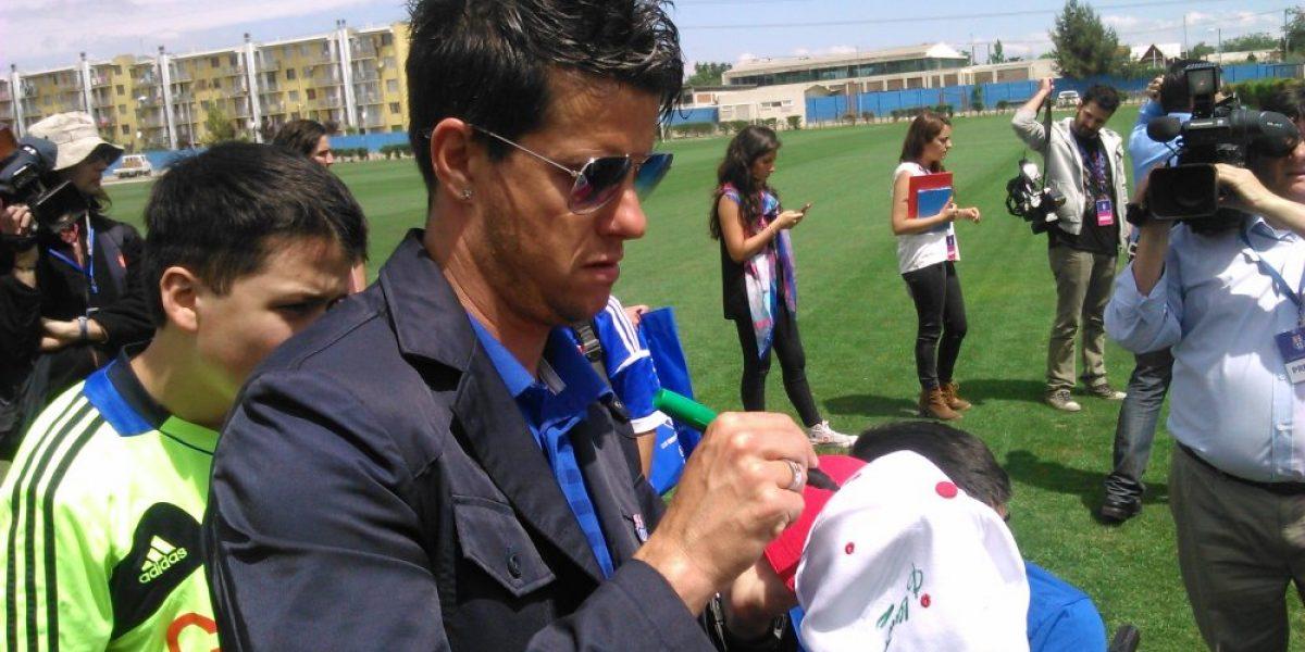 Martín Lasarte firmó autógrafos y compartió con niños de la Teletón en el CDA