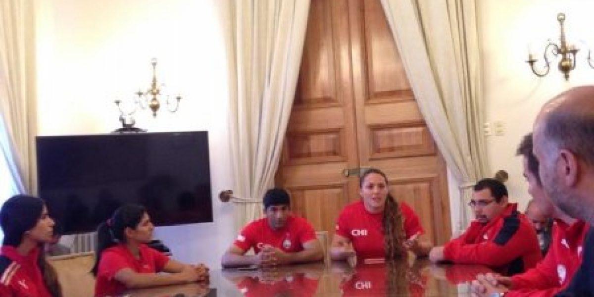 Deportistas se reunieron en La Moneda para entregar una carta dirigida a Bachelet