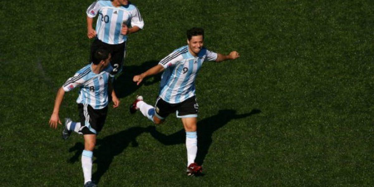 ¿Mauro Zárate a la Roja?: los tuiteros argentinos reaccionaron con indignación