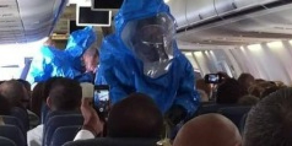 Se lo ganó: pasajero deberá pagar fuerte multa económica por bromear con el ébola en pleno vuelo