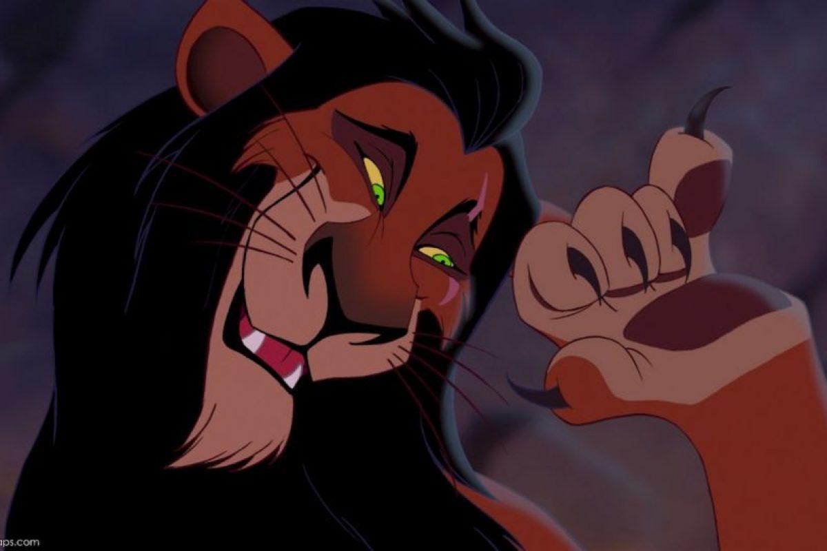 """Scar, de """"El Rey León"""": El portal """"Gay Star"""" lo califica como gay por su elegancia y amaneramiento. Pero en la segunda parte de """"El Rey León"""" se ve que tuvo una compañera. Foto:Disney. Imagen Por:"""