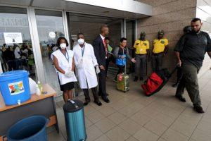 15. Se han implementado un sinnúmero de restricciones en los aeropuertos a raíz del brote. Foto:AFP. Imagen Por: