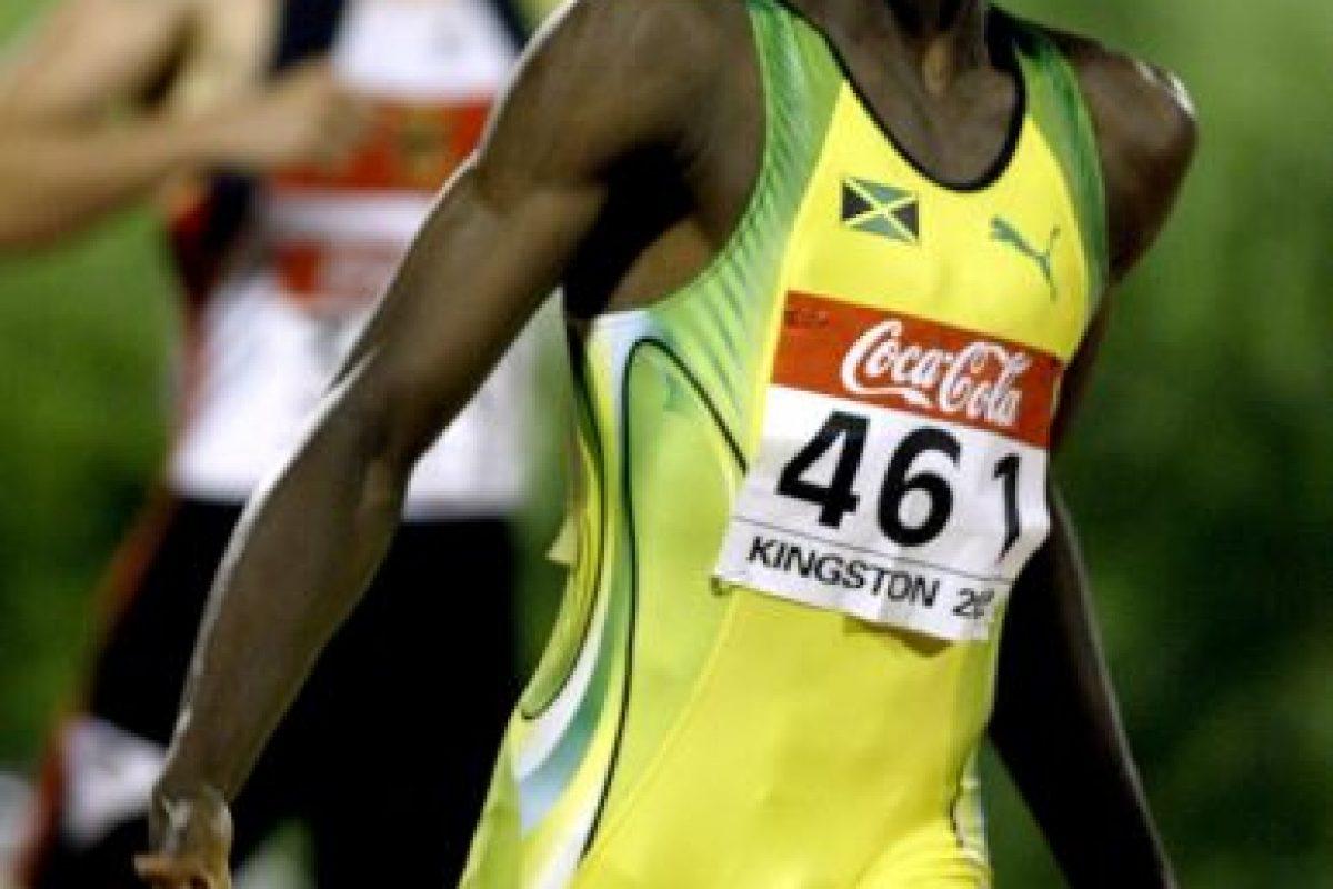 Así festejaba Usain Bolt después de ganar los 200 metros, durante el Campeonato Mundial Junior, en 2002 Foto:Getty. Imagen Por: