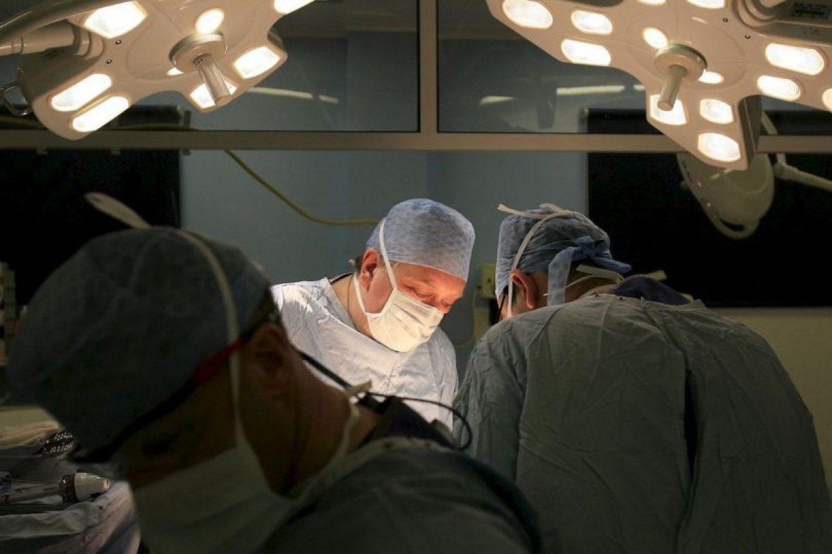 10. La recuperación de los órganos y tejidos se realiza a base de cirugía y bajo la supervisión de cirujanos especializados, quienes tratan al cuerpo con respeto. El cuerpo no sufre desfiguración y continuará viéndose presentable el día de su funeral. Foto:Getty. Imagen Por: