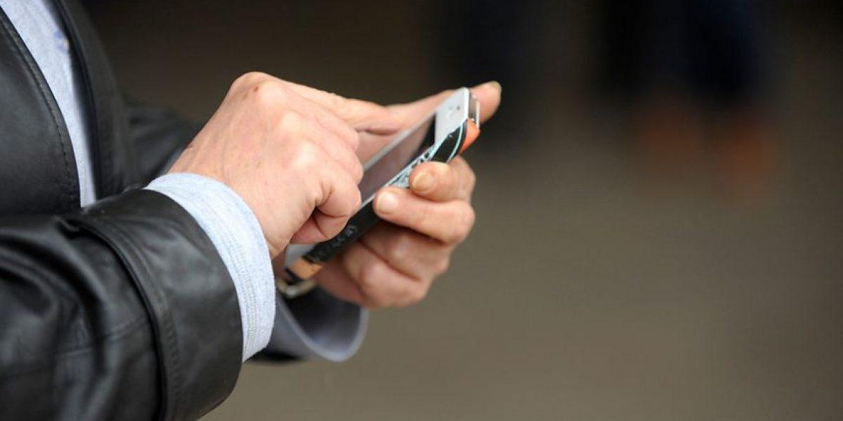 Alertan sobre el exceso de control que permite el doble check azul de whatsapp