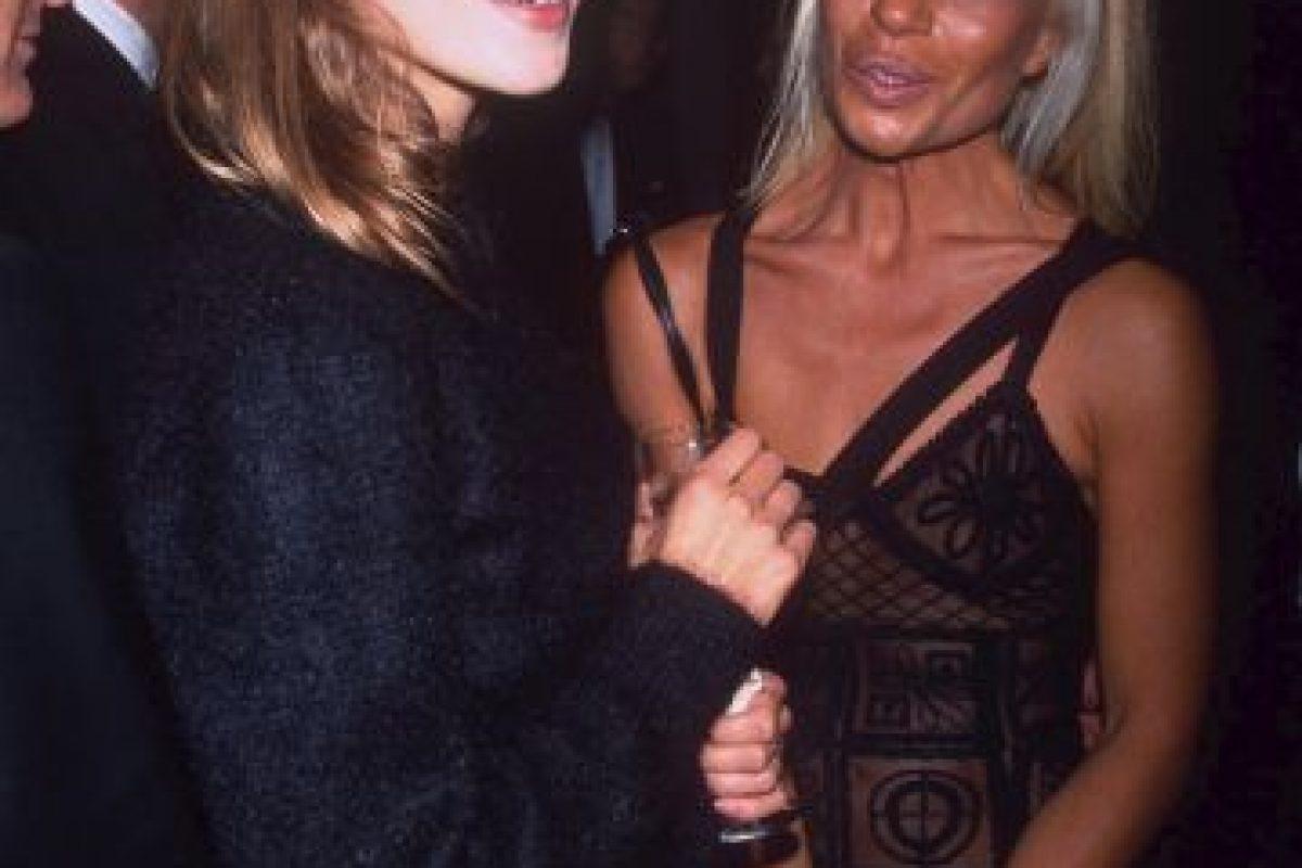 Con Kate Moss en 1993. Foto:Vogue. Imagen Por:
