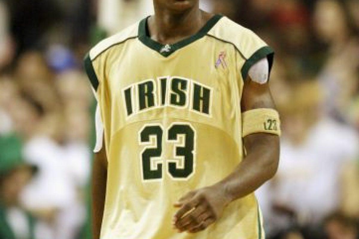 James en su etapa en el baloncesto colegial, en 2002 Foto:Getty. Imagen Por: