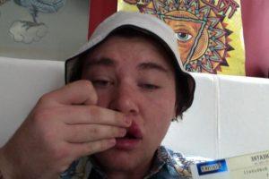 Este es Alexander después de ser golpeado por su ídolo Foto:Twitter. Imagen Por: