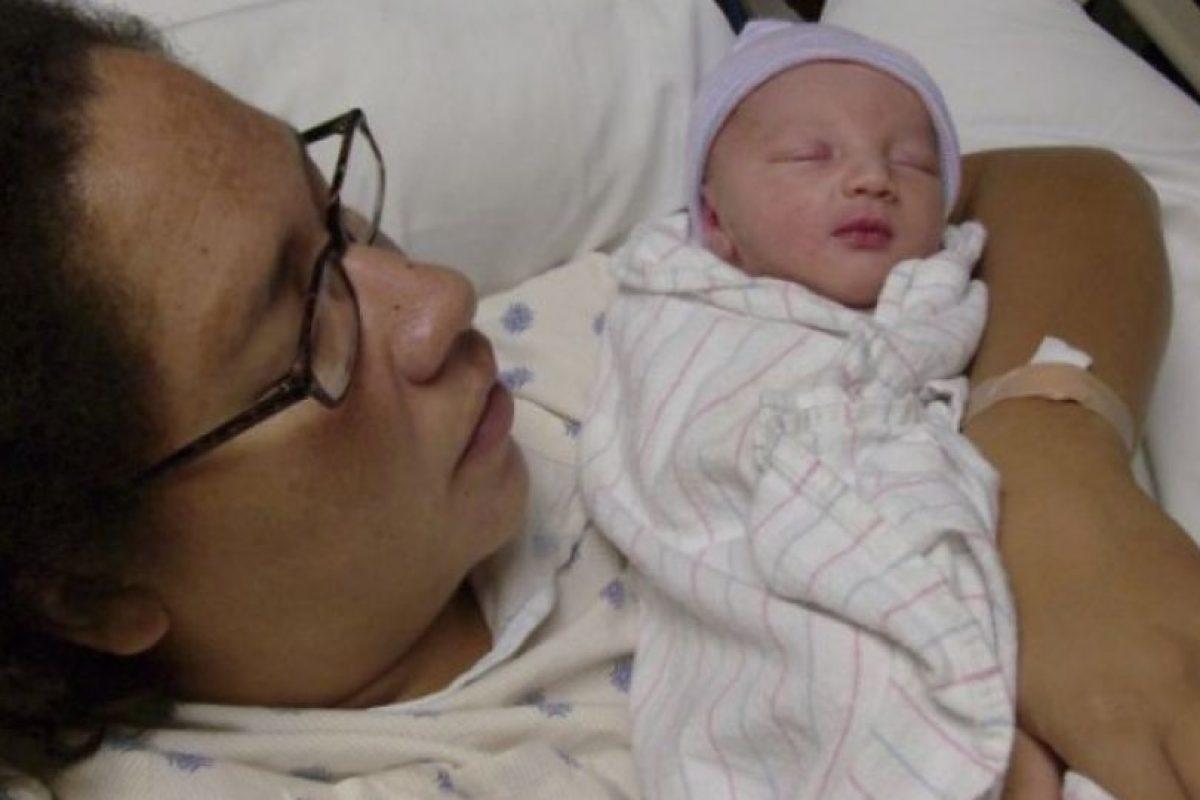"""Otty Sánchez originaría de Denver, Estados Unidos, utilizó dos espadas para desmembrar a su bebé de tres semanas en el año 2009, después masticó los dedos de sus pies, comió parte de su cerebro. Todo esto porque el padre del bebé se fue de la casa. Según ella, """"el diablo le ordenó hacerlo"""". Foto: Murderpedia.. Imagen Por:"""
