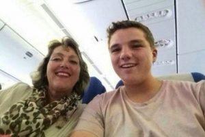 Gary Slok y su madre Petra, en el avión MH17 de Malaysia Airlines que fue derribado en Ucrania. Foto:Facebook / Gary Slok. Imagen Por: