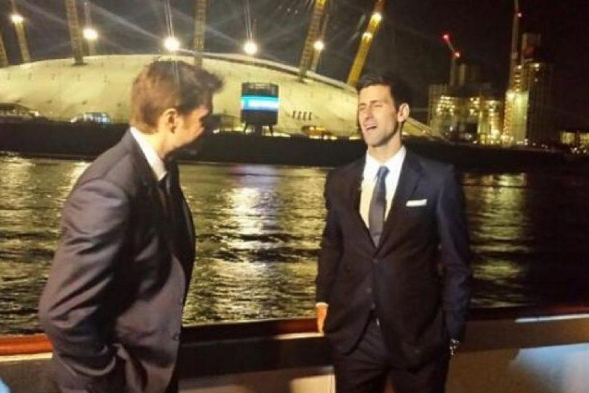 Stanislas Wawrinka y Novak Djokovic disfrutan de una charla nocturna. Foto:twitter.com/lisawawrinka. Imagen Por: