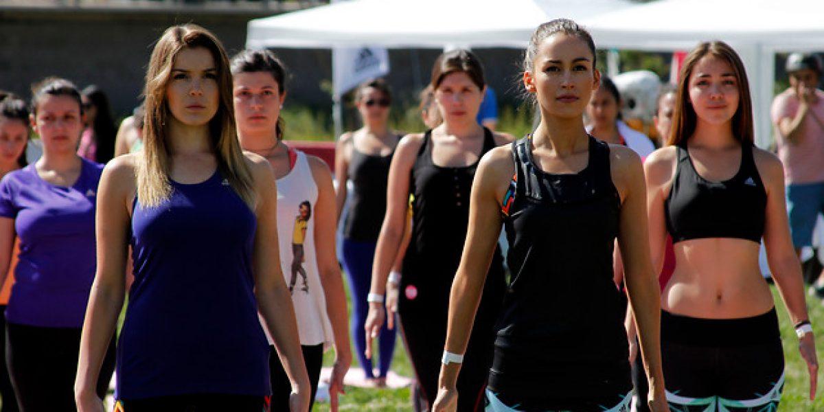 María José Prieto y Cata Vallejos sorprendieron haciendo yoga al aire libre