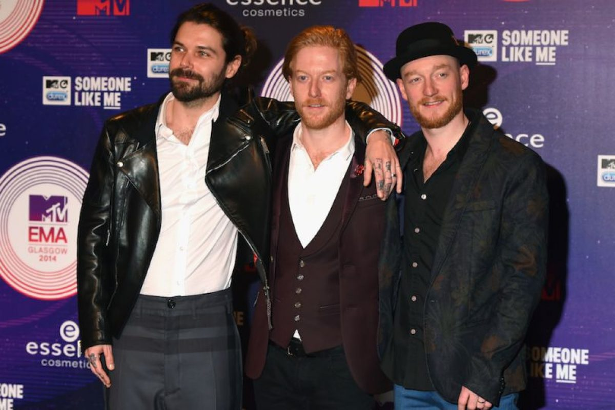 Simon Neil, Ben Johnston y James Johnston Foto: Getty Images. Imagen Por: