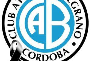 El club luce un moño negro en señal de luto por la muerte del hincha. Foto:facebook.com/ClubBelgranoCordoba. Imagen Por: