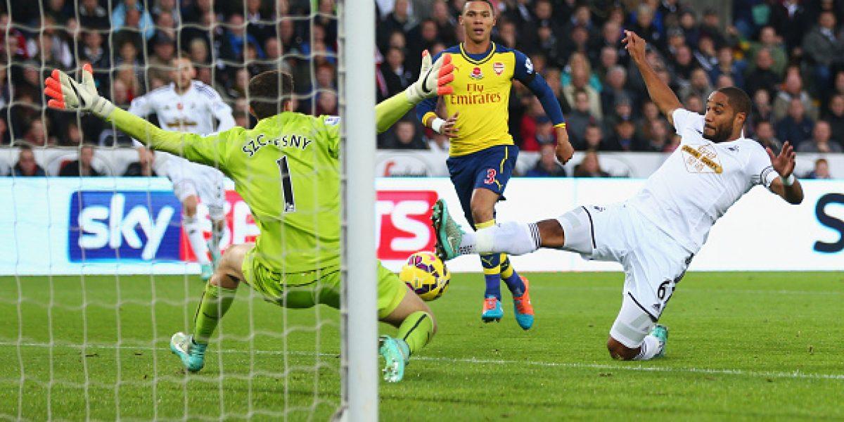 Alexis volvió a anotar pero no alcanzó para salvar a Arsenal de otra derrota