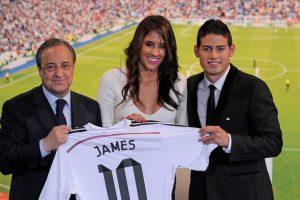 James en la presentación con el Real Madrid junto a su esposa Daniela Ospina y el presidente del club Florentino Pérez. Foto:Getty Images. Imagen Por:
