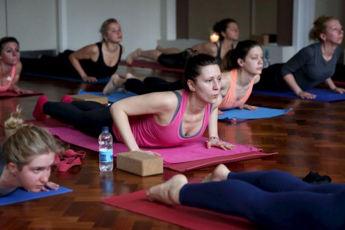 El yoga puede eliminar los diferentes aspectos negativos de la vida moderna. Foto:Getty Images. Imagen Por: