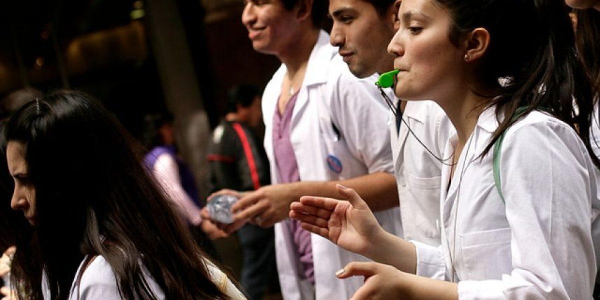 Tecnólogos médicos llaman a paro nacional este 11 de noviembre