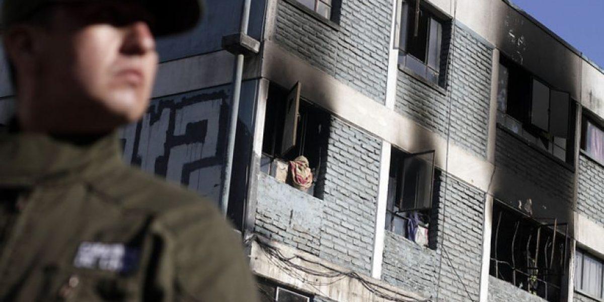 Mujer saltó doce metros de altura para escapar de incendio en Peñalolén