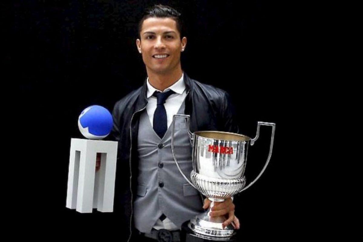 Cristiano Ronaldo con sus nuevos trofeos. Foto:twitter.com/realmadrid. Imagen Por: