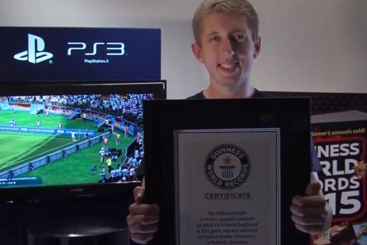 Superó lo hecho por Jacob Gary, quien le había marcado 189 goles al Fulham Foto:Youtube: Guinness World Records. Imagen Por: