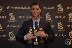 Cristiano con sus tres premios de la Liga BBVA 2013-2014. Foto:twitter.com/LaLiga. Imagen Por: