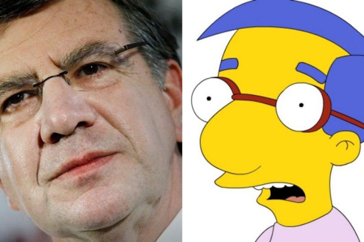 """Una de las similitudes clásicas, el otrora candidato presidencial Joaquín Lavín y el mejor amigo de Bart en """"Los Simpsons"""", Milhouse van Houten. Foto:Agencia Uno /Reproducción. Imagen Por:"""