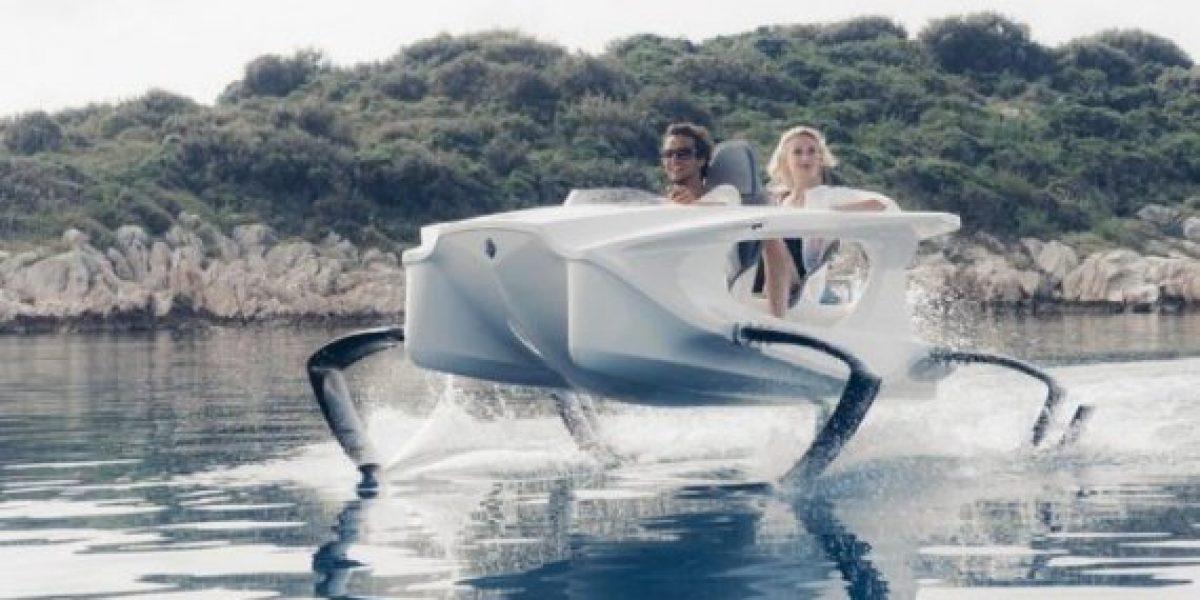 El increíble vehículo eléctrico que casi vuela por encima del agua