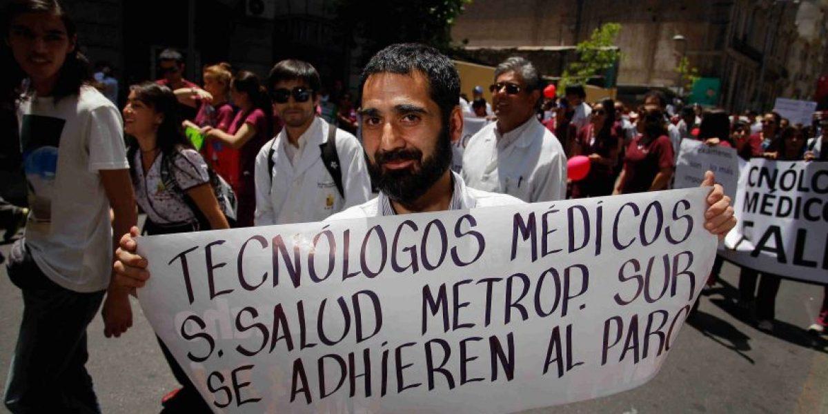 Fotos: La colorida marcha de los tecnólogos médicos