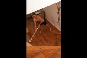 Así fue grabado Jimmy mientras limpiaba su casa. Foto:YouTube / Krewski. Imagen Por:
