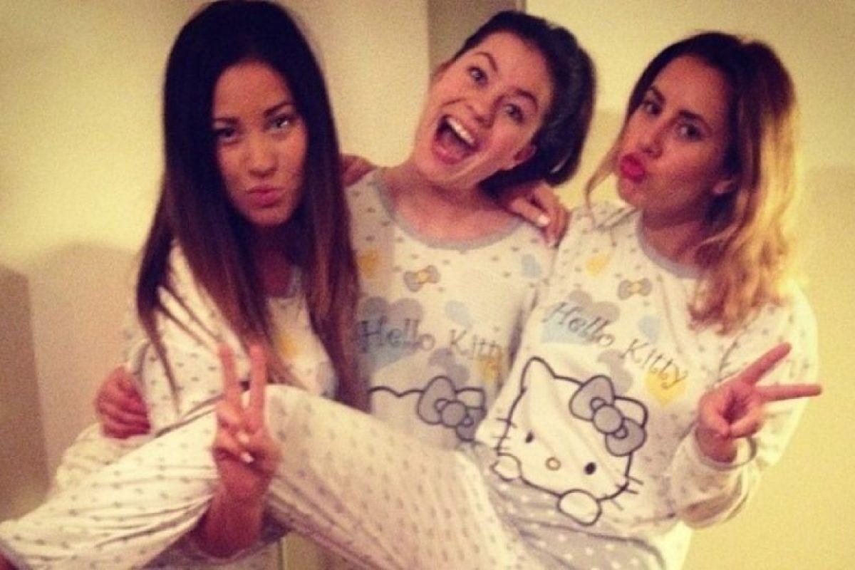 Tomarse una foto de mejores amigas. Foto:instagram.com/marikalervag. Imagen Por: