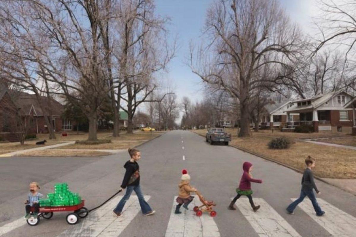 """Un grupo de niños reviven la portada de """"Abbey Road"""" Foto:Twitter. Imagen Por:"""