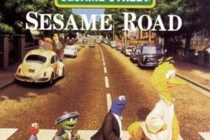 "Con los personajes de ""Sesame Street"" Foto:Twitter. Imagen Por:"