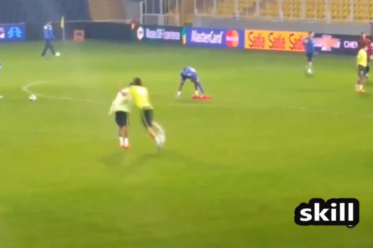 Filipe Luis le quitó el balón Foto:Youtibe: Brazil FIFA Cup. Imagen Por: