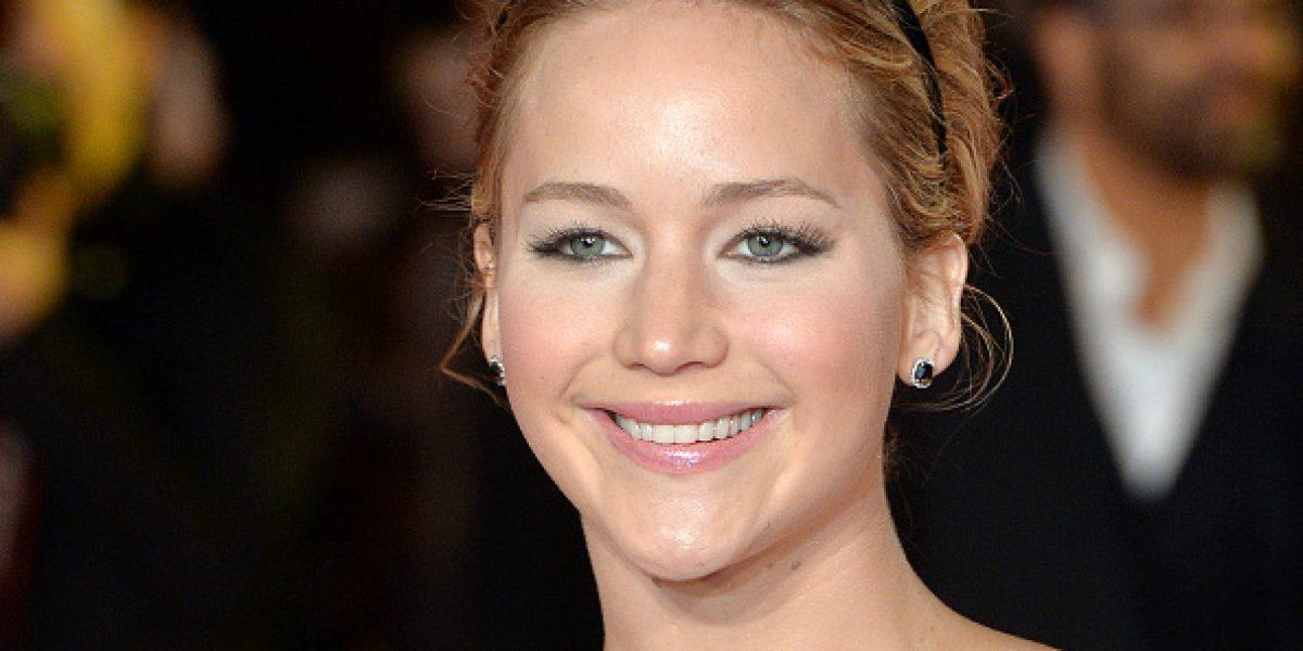 ¡Bochorno! Jennifer Lawrence sufre con exceso de maquillaje en sus ojos