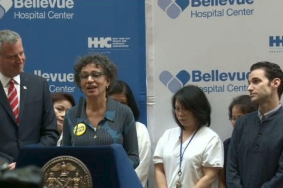 La rueda de prensa donde se anunció que Spencer había vencido la enfermedad Foto:Captura de pantalla. Imagen Por: