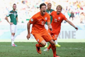 El penal de la victoria holandesa lo anotó Klaas Jan Huntelaar Foto:Getty. Imagen Por: