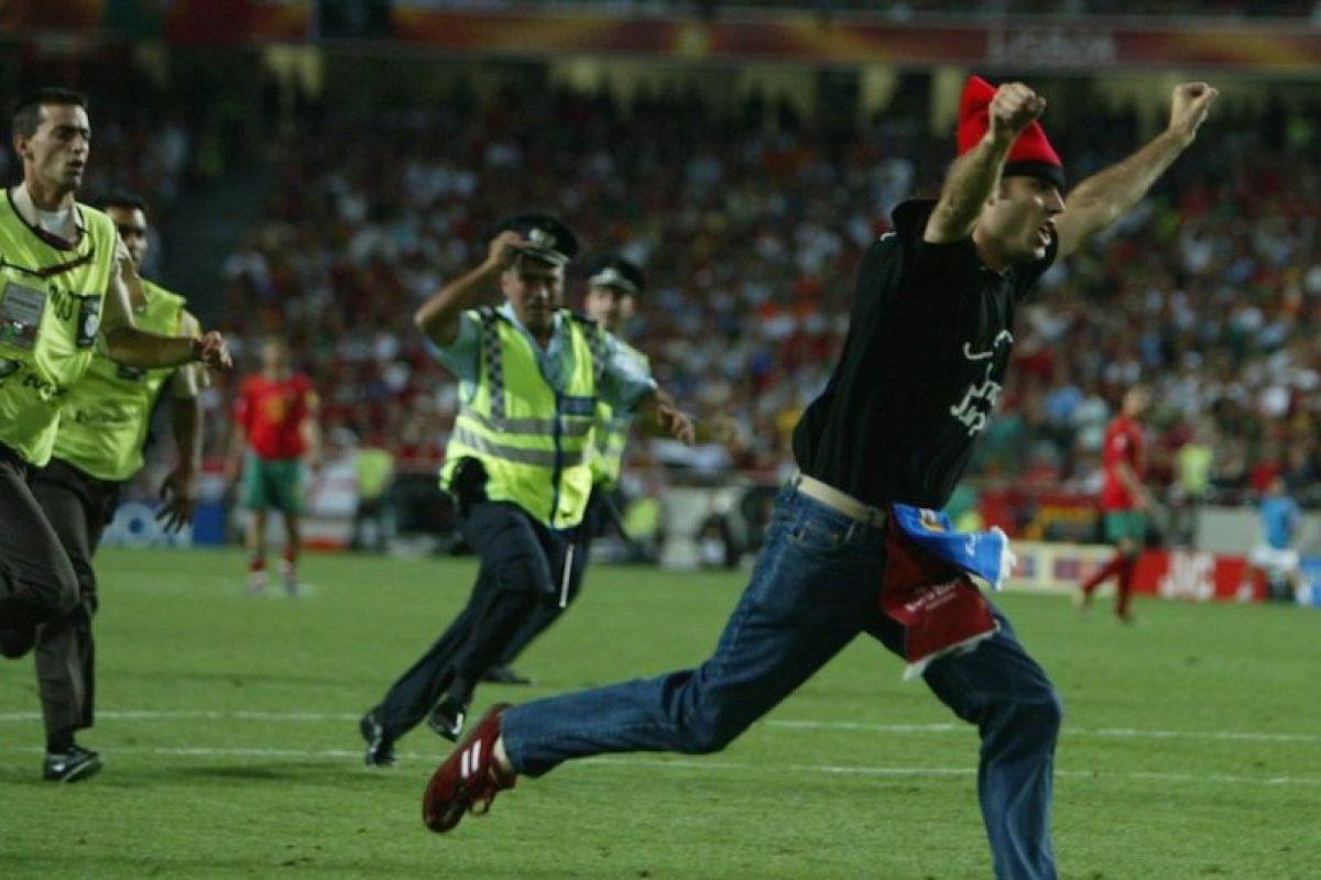 Jimmy corrió varios metros por el terreno de juego del Estadio da Luz. Foto:Getty Images. Imagen Por:
