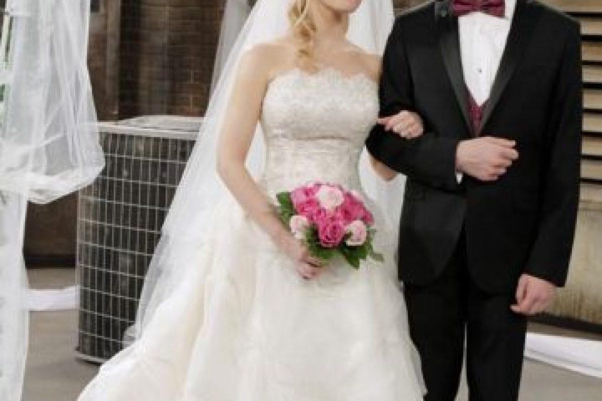 A pesar de no mostrar su rostro, la señora Wolowitz llegó hasta la boda de su hijo. Foto:Facebook/The Big Bang Theory. Imagen Por: