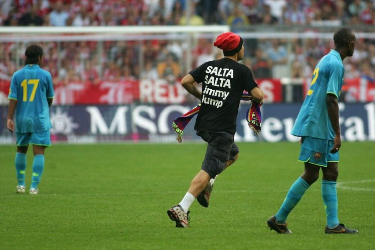 Jimmy de igual forma invadió en 2007 la cancha del Allianz Arena de Múnich, Alemania. Foto:Getty Images. Imagen Por: