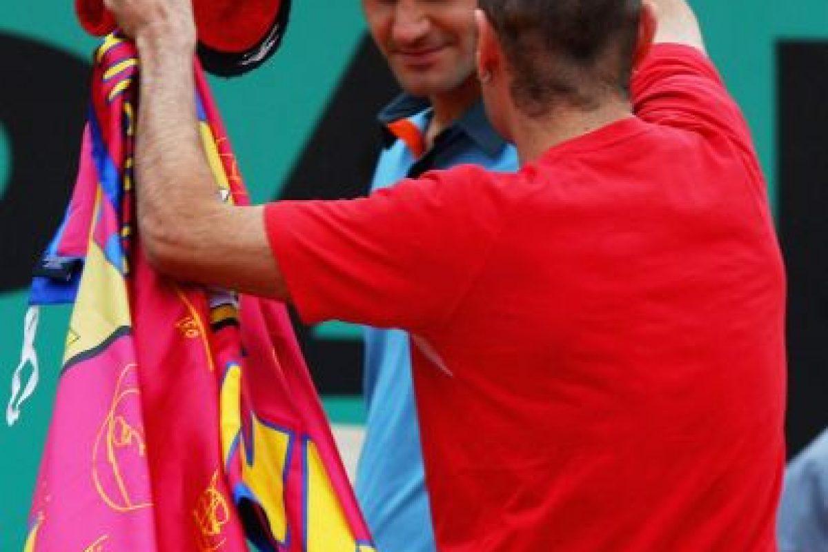 Jimmy le colocó una gorra al tenista suizo Roger Federer. Foto:Getty Images. Imagen Por: