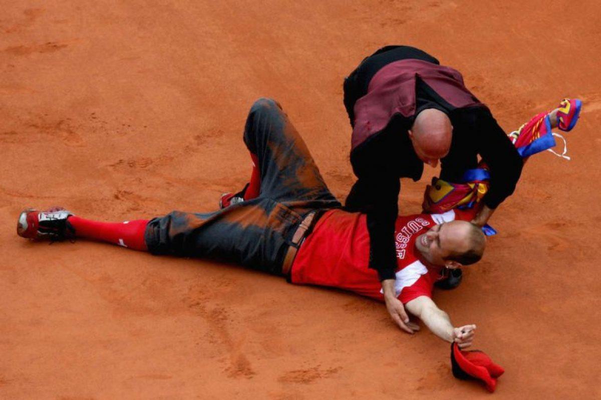 Así terminó Jimmy Jump en la tierra batida de Roland Garros. Foto:Getty Images. Imagen Por: