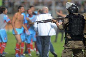 Atlético Mineiro y Arsenal, de las grescas más recientes. En abril del año pasado, en partido también de la Libertadores, los hombres del Arsenal de Sarandí se enfrentaron con la policía de Belo Horizonte. Foto:Getty. Imagen Por: