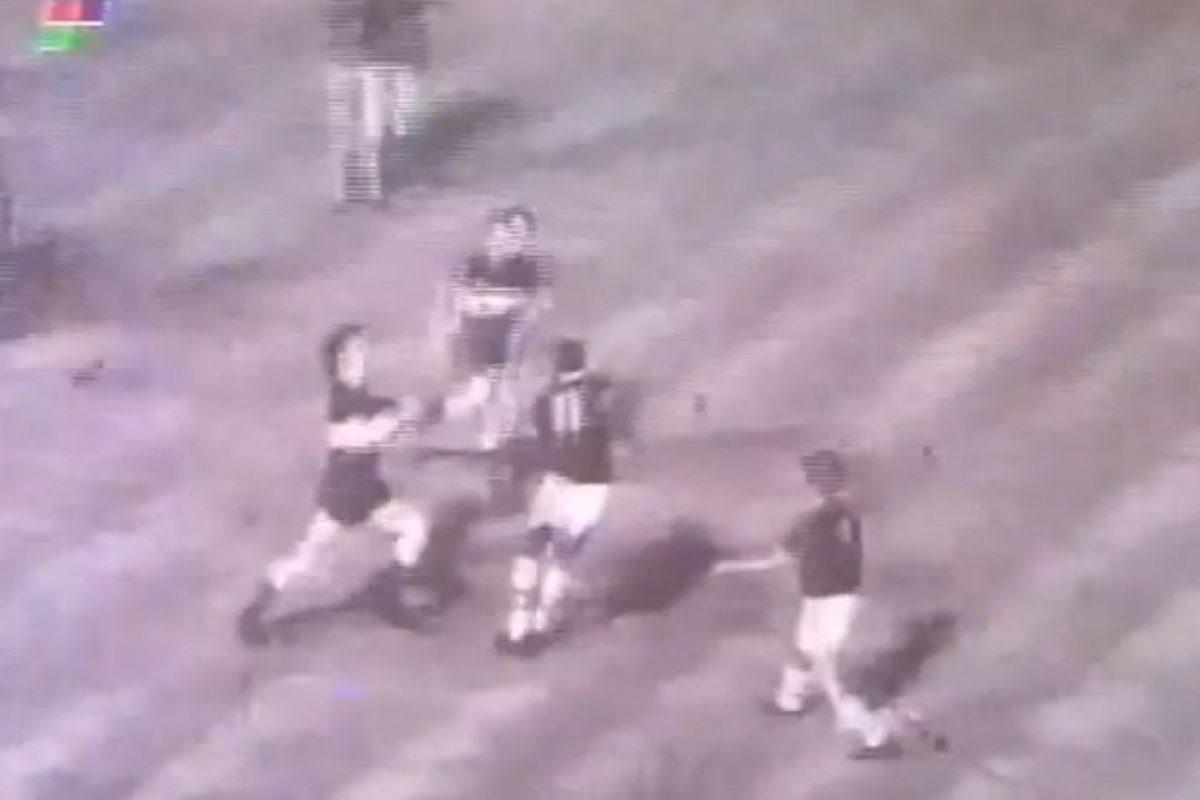 La batalla de la Bombonera de 1971: El partido de Copa Libertadores de 1971 entre Boca Juniors y Sporting Cristal se dio por finalizado cuando faltaba un minuto. Foto:Youtube: fideoboca. Imagen Por: