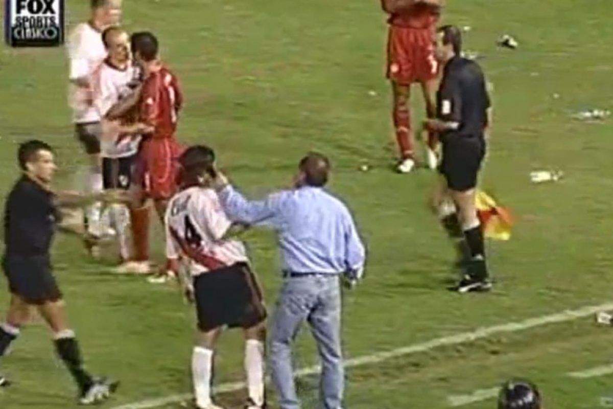 El infierno de River Plate en Cali: El América de Cali venció 4-1 a River Plate en el partido de vuelta de los cuartos de final de la Copa Libertadores Foto:Youtube: Bestiario. Imagen Por: