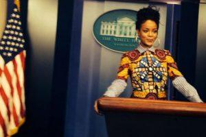 Rihanna en el pódium de la sala de prensa de la Casa Blanca Foto:Instagram/Badgalriri. Imagen Por: