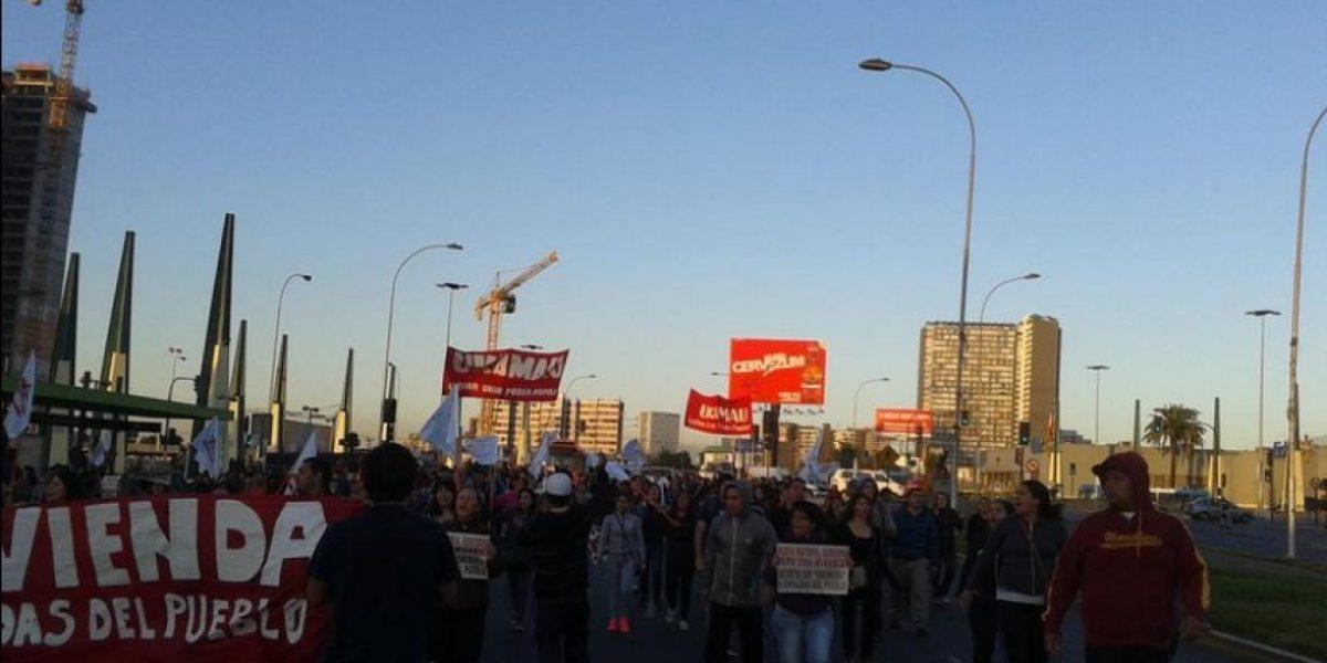 Marcha de comité de allegados por la Alameda termina con 6 detenidos
