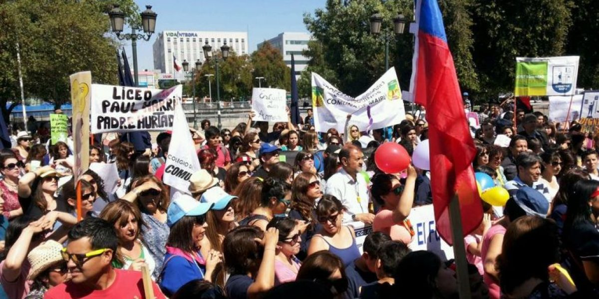 Profesores de Maipú piden renuncia de Gajardo en medio de la división por acuerdo con el Mineduc